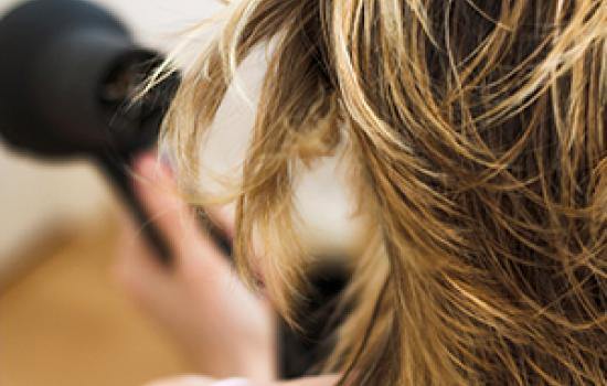 Soins de pointe pour cheveux gras, cheveux secs et cheveux colorés